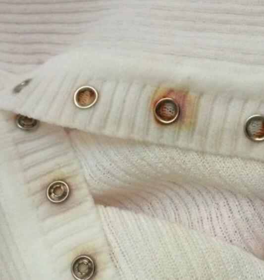 Cum sa scoti petele de rugine de pe haine