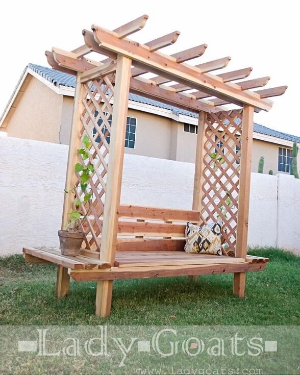 Banca de lemn cu pergola pentru gradina